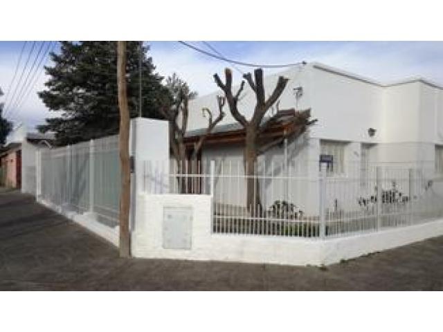 Gral. Roca, Río Negro; Casa,Quincho/Garage , jardín , ó PERMUTO por propiedad en Mar del Plata - 1/4